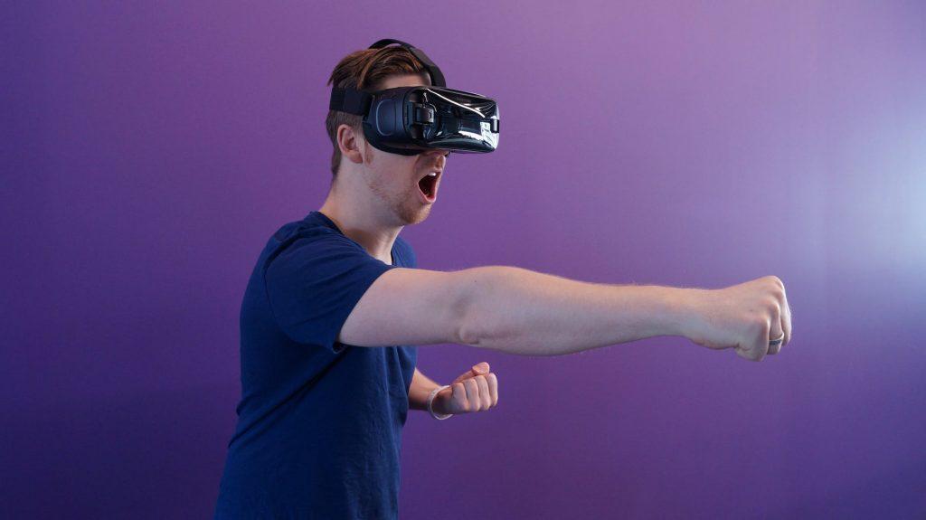 Két magyar fejlesztő benyomásai a CES-ről - VR szemüveg